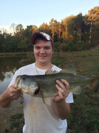 Bass n in papas pond got this hog on Oct. 17 2014.Bass fish n in North Carolina. My name is Levi and I eat,sleep,live fishing. I will fish in a bucket if I think I can catch something.More pics to come later.