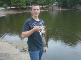i caught this fish in side of Burdette Park in Evansville Indiana. it weighed close to 3lbs